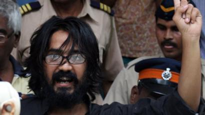 Indian cartoonish Aseem Trivedi gestures outside a court in Mumbai on September 9, 2012. (AFP Photo/Str)