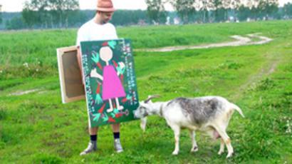 "Boris Ignatenko's ""sandwich-man gallery"""