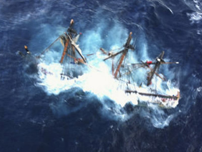 The HMS Bounty, a 180-foot sailboat, is shown submerged in the Atlantic Ocean during Hurricane Sandy approximately 90 miles southeast of Hatteras, North Carolina in this U.S. Coast Guard handout picture taken October 29, 2012.  (Reuters/Petty Officer 2nd Class Tim Kuklewski)