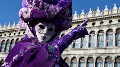 A costumed reveller poses at St Mark's square during the carnival on February 3, 2013 in Venice (AFP Photo / Vincenzo Pinto)
