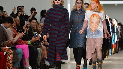 Fashion designer Vivienne Westwood walks with her models at the 2013 Autumn/Winter London Fashion Week in London on February 17, 2013. (AFP Photo / Ben Stansall)