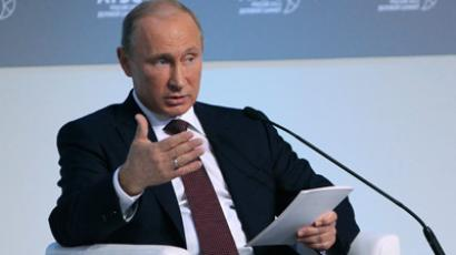 Russian President Vladimir Putin addresses international businessmen gathered ahead of a summit of leaders of the 21-member Asia-Pacific Cooperation (APEC) in Russia's eastern port of Vladivostok September 7, 2012 (Reuters / Sergei Karpukhin)