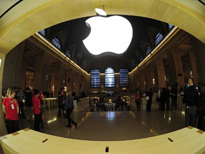 A view of the latest Apple store set inside Grand Central Station  (AFP Photo / Emmanuel Dunand)