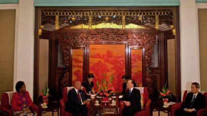 Chinese Premier Wen Jiabao (centre R) speaks to South African President Jacob Zuma (centre L) during their meeting at the Hall of Purple Light inside the Zhongnanhai compound in Beijing on July 19, 2012 on the sidelines of the China-Africa Cooperation Forum. (AFP Photo/Alexander F. Yuan)