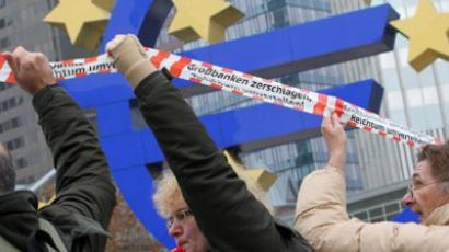 Demonstrators form a human chain around the financial district including the European Central Bank (ECB) in Frankfurt am Main, Germany (AFP Photo / Daniel Roland)