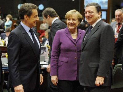 Jyrki Katainen, Nicolas Sarkozy and Angela Merkel (AFP PHOTO / ERIC FEFERBERG )