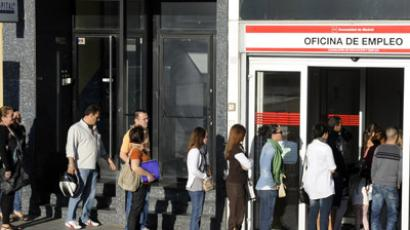 People wait in line at a government employment office in the center of Madrid on September 04, 2012. (AFP Photo/Dominique Faget)