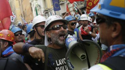 Alcoa Inc's workers protest against their dismissals from employment in downtown Rome September 10, 2012. (Reuters/Tony Gentile)