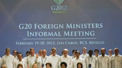 US Secretary of State Hillary Rodham Clinton(C front), Catherine Ashton, EU High Representative for Foreign and Security Policy (L front), Mexico's Foreign Minister Patricia Espinosa (2ndR), and South Africia's Foreign Minister Maite Nkoana-Mashabane pose with other representatives during the G20 foreign ministers family photo in Los Cabos, Mexico, on February 20, 2012. (AFP Photo/Fernando Castillo)
