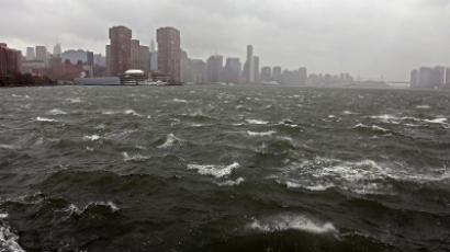 The bank of the East River ahead of Hurricane Sandy October 29, 2012 on eastside of Manhattan in New York City. (AFP Photo / Michael Heiman)