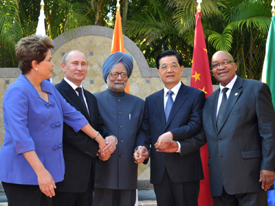 (L-R) Brazilian President Dilma Roussef, Russian President Vladimir Putin,Indian Prime Minister Manmohan Singh, Chinese President Hu Jintao and South African President Jacob Zuma pose for group photo in Los Cabos, Mexico, June 18, 2012, during a BRICS's Presidents meeting before the opening of the G20 leaders Summit (AFP Photo / Alexei Nikolsky)