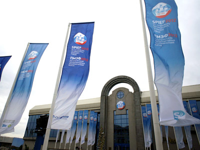 "Flags with the symbol of the St. Petersburg International Economic Forum in front of one of the buildings at the exhibition complex ""Lenexpo"" in St. Petersburg. (RIA Novosti/Alexey Danichev)"