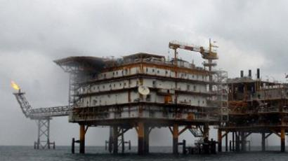 A picture shows the Iranian South Pars quarter one (SPQ1) gas platform in the Gulf near Qatar's territorial waters on January 26, 2011 (AFP Photo / Atta Kenare)