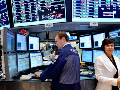 New York : A stock specialist from Knight Capital works on the floor of the New York Stock Exchange at the closing bell August 14, 2012. (AFP Photo/Stan Honda)