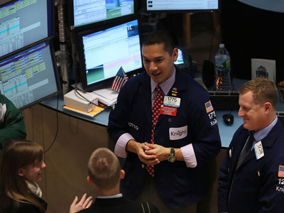 Market Buzz: Investors bid on the US