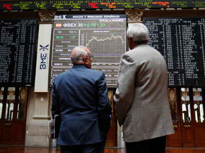 Traders look at computer boards at the stock exchange in Madrid June 15, 2012 (Reuters/Andrea Comas)
