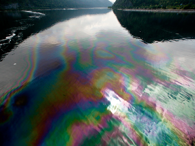 An oil spill is seen in the waters of Siberian Yenisei River (Reuters/Ilya Naymushin)