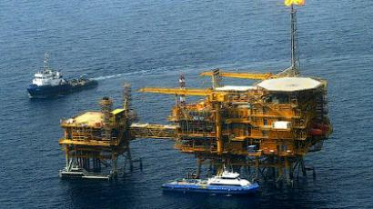 Picture shows an Aerial view of the Balal offshore oil platform in the Gulf waters (AFP Photo/Behrouz Mehri)