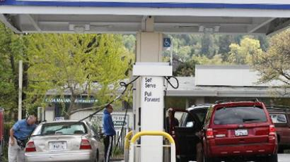 Customers pump gas into their cars at an Arco gas station in San Rafael, California (Justin Sullivan/Getty Images/AFP)