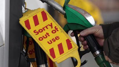 A man replaces a petrol pump as others are marked out of use at a filling station in Edinburgh, Scotland March 29, 2012. The government suggested that motorists refill half-empty fuel tanks ahead of a possible fuel drivers' strike, local media reported. (Reuters / David Moir)
