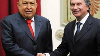 Hugo Chavez (L) and Igor Sechin (AFP Photo / Juan Barreto)