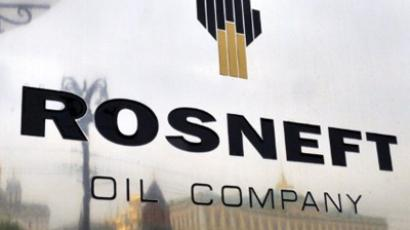 Russian Federation, Moscow: The Kremlin is reflected in the polished company plate of the state-controlled Russian oil giant Rosneft at the entrance of the headquarters in Moscow, on May 17, 2011. (AFP Photo / Dmitry Kostyukov)