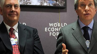 Davos : The chairman and chief executive officer of ExxonMobil, Rex Tillerson (L), listens on January 27, 2011 to Russian Deputy Prime Minister Igor Sechin during a press conference at the the World Economic Forum (WEF) in Davos. (AFP Photo / Eric Piermont)