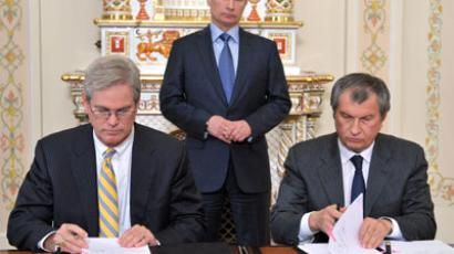 Russian President Vladimir Putin (center) at the signing ceremony of cooperation documents between OJSC Rosneft Oil Company and ExxonMobil Development Campaign company. Right - President of Rosneft Igor Sechin. Left - ExxonMobil Exploration Company President Stephen Greenlee.(RIA Novosti / Aleksey Nikolskyi)