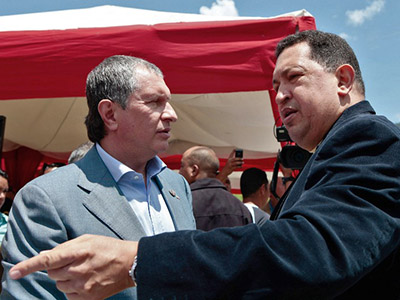 Venezuelan President Hugo Chavez(R) talking with Russian Igor Sechin, president of  Russian oil company Rosneft , during an inspection of the construction site of a housing project in Caracas on September 26, 2012. (AFP Photo / Presidencia)