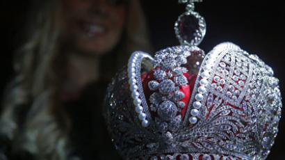 Copy of the Grand Imperial Crown manufactured by the Kristall Company and its subsidiary Smolensk Diamonds jewelry group, displayed at its presentation in the Lookin Rooms restaurant (RIA Novosti / Valeriy Melnikov)