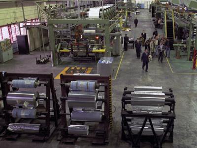 The rolling mill shop of the Sayanogorsk Aluminium Smelter, Khakassia. (RIA Novosti / Igor Mikhalev)