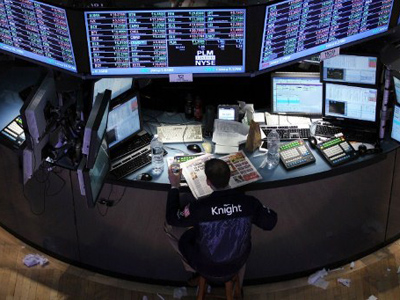 A trader takes a break work on the floor of the New York Stock Exchange on February 3, 2012 in New York City (Spencer Platt / Getty Images / AFP)