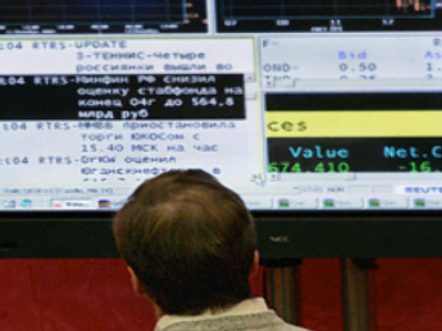Russian stocks edge higher in Friday trade