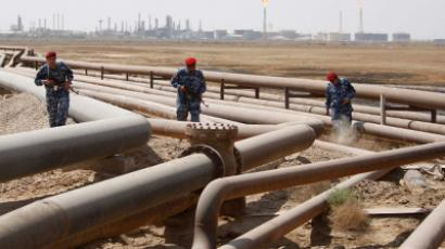 The oil pipelines in Shueiba refinery in Iraq's southern province of Basra (Oil Reuters/Atef Hassan)