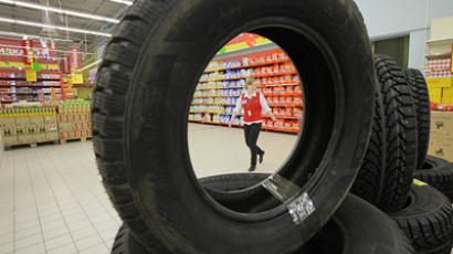 Car tires on sale at the Mosmart hypermarket at the intersection of Borovskoye Highway and the Moscow Ring Road. (RIA Novosti/Ruslan Krivobok)