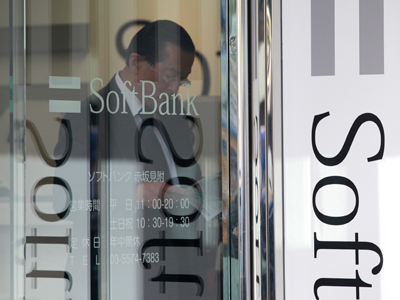 Japan's Softbank gets big bite of US mobile carrier Sprint