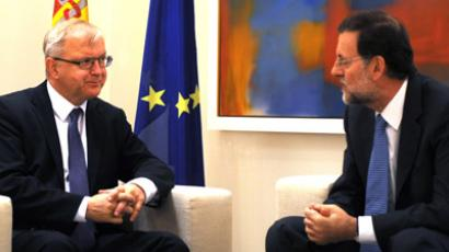 Spanish Prime Minister Mariano Rajoy (R) holds talks with EU Economic and Monetary Affairs Commissioner Olli Rehn at the Moncloa palace on October 1, 2012 in Madrid.(AFP Photo/Dominique Faget)