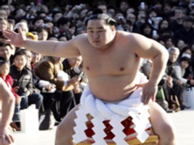 Sumo wrestler punished for playing football in secret