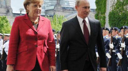 Russia's President Vladimir Putin walks with German Chancellor Angela Merkel in Berlin, on June 1, 2012, as they review a guard of honour upon his arrival at the Chancellery, before their meeting for Putin's first trip to Germany since returning as leader of Russia.  (RIA-Novosti / Alexei Nikolsky)