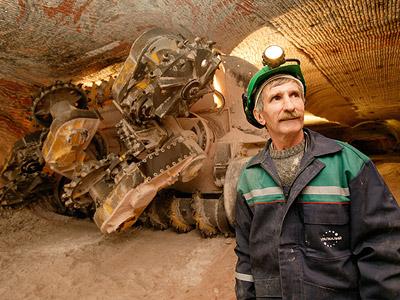 Uralkali yields profit, promises half to shareholders