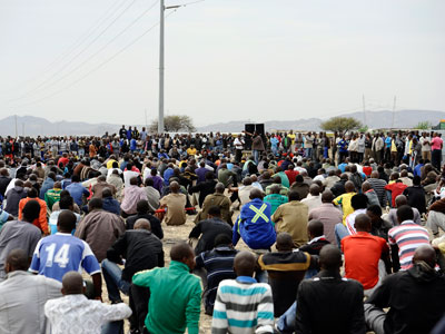 Striking mine workers gather on August 27, 2012, at the Lonmin platinum mine in Marikana.(AFP Photo / Stephane De Sakutin)