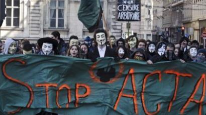 FRANCE, Lyon : Protesters wearing Anonymous Guy Fawkes masks take part in a demonstration against controversial Anti-Counterfeiting Trade Agreement (ACTA), on March 10, 2012 in Lyon, central-eastern France. AFP PHOTO / JEAN-PHILIPPE KSIAZEK