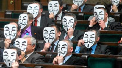 Members of Ruch Palikota Party wear masks during a vote of no confidence for Health Minister Bartosz Arlukowicz in Poland's parliament in Warsaw January 26, 2012 (Reuters / Wojciech Olkusnik / Agencja Gazeta)