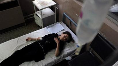 An Afghan schoolgirl suffering from suspected poisoning receives treatment at a hospital in Kabul (AFP Photo / Shah Marai)