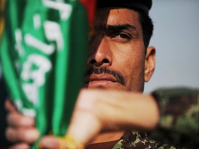 An Afghan National Army (ANA) cadet holds an Afghan national flag during a graduation ceremony at the Ghazi Military Training Centre (AFP Photo / Roberto Schmidt)