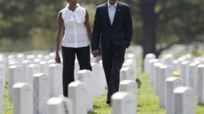US President Barack Obama and First Lady Michelle Obama (L) visit section 60 at Arlington National Cemetery on September 10, 2011. Section 60 contains service members killed in the Iraq and Afghanistan wars (AFP Photo / Toby Jorrin)