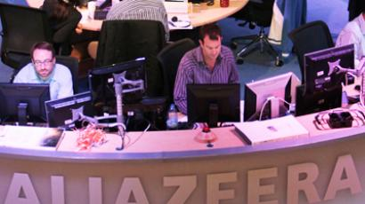 Employees of the English-language satellite news channel Al Jazeera work in the control room in Doha February 7, 2011 (Reuters / Fadi Al-Assaad)