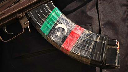 Libya, Ajdabiya: The rebellion flag decorates the magazine of a Libyan rebel riffle (AFP Photo / Patrick Baz)