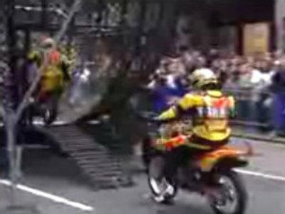 Amazing motorcycle stunt-riding (ochevidets.ru)