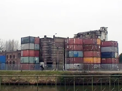 A container housing unit. Sreenshot from youtube.com @Ulftingenwest